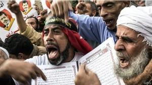 Suporter Ikhwanul Muslimin menggelar protes terhadap keutusan pemerintah militer