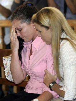 Dihibur saudara perempannya, Mercedes setelah pingsan di Pengadilan - The Australian