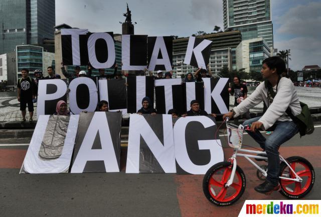 ipr_massa-anti-korupsi-kampanyekan-tolak-politik-uang-di-bundaran-hi-004-nfi