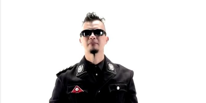 Ahmad Dhani berseragam Nazi. YouTube - MERDEKA
