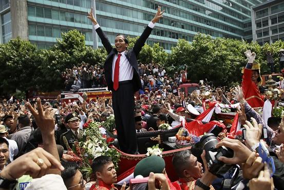 Presiden Joko Widodo di atas kereta kuda di seputar Bundaran Hotel Indonesia, Jakarta 20 Oktober 2014. - Indo.WSJ