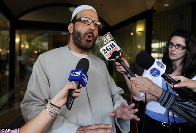 Self-proclaimed sheik Monis, tersangka pelaku penyanderaan di Sidney cafe menghadapi tuntutan  sampai dengan 50 pelecehan seksual (sexual offences) sebelum kematiannya dalam serangan polisi - Daily Mail