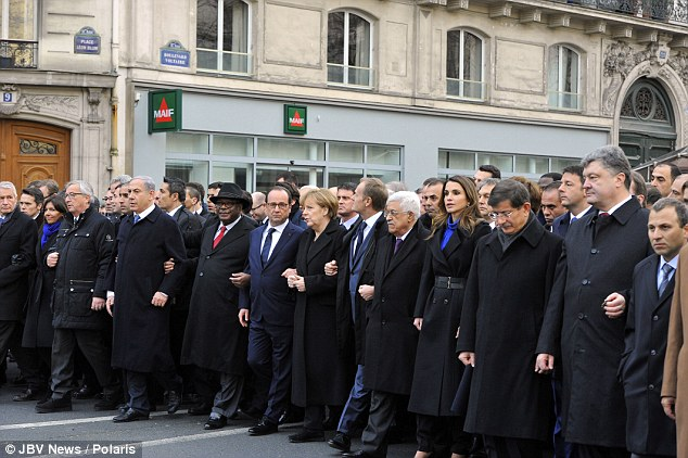 Lebih dari  40 pemimpin dunia berpawai di jalan-jalan Paris dalam rangka menentang pembantaian Charlie Hebdo - Daily Mail
