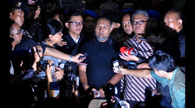 Bambang Widjojanto, wakil ketua KPK setelah dibebaskan di Gedung KPK, Jakarta, Sabtu, 24 Januari 2015. Bambang ditangkap petugas Badan Reserse Kriminal Mabes Polri setelah mengantar anaknya sekolah. TEMPO