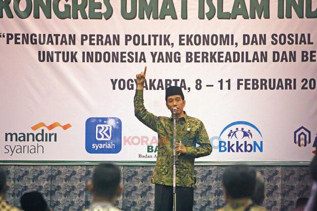 Presiden Joko Widodo memberikan sambutan sebelum menutup secara resmi Kongres Umat Islam Indonesia (KUII) VI di Inna Garuda, Yogyakarta, 11 Februari 2015 - Koran Sindo