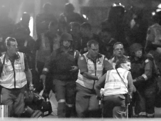 Policemen and paramedics during the Sydney hostage crisis. Both Al Qaeda and the Islamic State 'adopted' amateur attacker Monis after the Lindt Cafe incident. Photo: Reuters - Todayonline